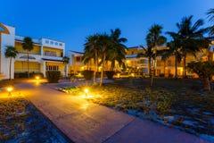 Opinión sobre hotel en la noche, Cayo largo, foto de archivo libre de regalías