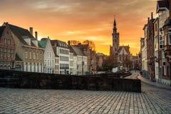 Opinión sobre Jan Van Eyck Square en Brujas, Bélgica foto de archivo libre de regalías