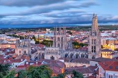 Opinión sobre la catedral de Burgos de la colina foto de archivo libre de regalías