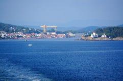 Opinión sobre la ciudad Langesund, Noruega del puerto Imagenes de archivo