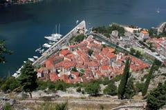 Opinión sobre la ciudad vieja de Kotor Fotos de archivo libres de regalías