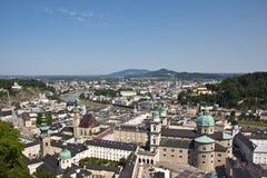 Opinión sobre la ciudad vieja de Salzburg de la fortaleza Fotos de archivo