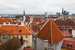 Opinión sobre la ciudad vieja de Tallinn de arriba Fotos de archivo libres de regalías