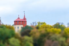 Opinión sobre la colina del cuadrado europeo, el museo del agua fotografía de archivo