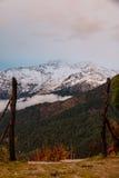 Opinión sobre la manera al área de campo bajo de Annapurna Fotos de archivo
