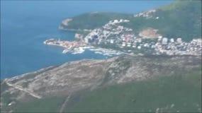 Opinión sobre la orilla de mar en Montenegro almacen de metraje de vídeo