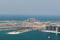 Opinión sobre la palma artificial Jumeirah y Atlant de la isla Imágenes de archivo libres de regalías