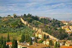 Opinión sobre la pared vieja de la ciudad, Toscano, Florencia imágenes de archivo libres de regalías