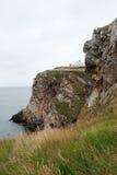 Opinión sobre la roca y el faro Foto de archivo libre de regalías