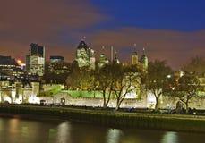 Opinión sobre la torre de Londres en noche. Foto de archivo libre de regalías