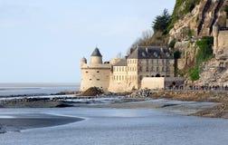 Opinión sobre la torre del Le Mont Saint Michel en monasterio Foto de archivo libre de regalías