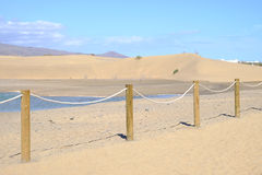 Opinión sobre las dunas de Maspalomas, de la laguna y de la reserva de naturaleza Charca de Maspalomas en las Canarias Gran Canar Imágenes de archivo libres de regalías