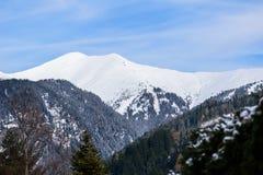 Opinión sobre las montañas Imágenes de archivo libres de regalías
