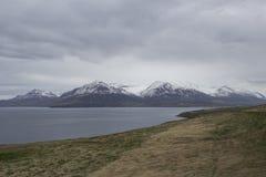 Opinión sobre las montañas en Islandia Imagen de archivo