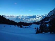 Opinión sobre las montañas en Suiza Imagen de archivo libre de regalías