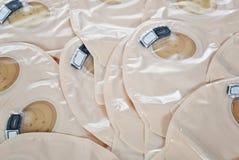 Opinión sobre los bolsos ostomy - fuentes necesarias después de cirugía de la operación del intestino grueso imagen de archivo