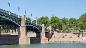 Opinión sobre los muelles del río de Garona en Toulouse, Francia Lapso de tiempo metrajes