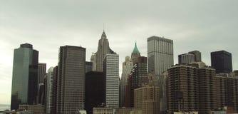 Opinión sobre New York City a partir del año del puente de Brooklyn en 2009 Imagenes de archivo
