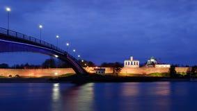 Opinión sobre Novgorod el Kremlin en la noche Fotos de archivo