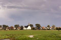 Opinión sobre Oudeschild, una pequeña ciudad histórica en la isla Texel, los Países Bajos de Wadden fotos de archivo libres de regalías