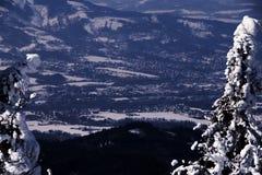 Opinión sobre paisaje del hora de Lysa en pequeños pueblos Foto de archivo