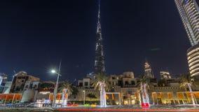 Opinión sobre rascacielos modernos y hyperlapse ocupado del timelapse del camino de la tarde en la ciudad de lujo de Dubai, Dubai almacen de metraje de vídeo