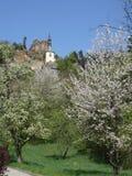 Opinión sobre ruina del castillo de Vranov con Pantheo Imagen de archivo