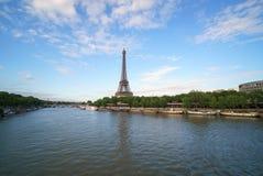 Opinión sobre torre Eiffel, atracción turística superior de París y el mejor destino de Europa fotos de archivo