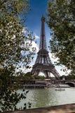 Opinión sobre torre Eiffel fotografía de archivo