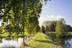 Opinión sobre una parte del Pelgrimspad, una calzada de larga distancia/trayectoria/rastro/pista en los Países Bajos foto de archivo