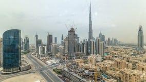 Opinión superior aérea de lujo hermosa de Dubai en el centro de la ciudad antes del timelapse de la puesta del sol, Dubai, United almacen de metraje de vídeo