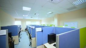 Opinión superior coloreada del centro de atención telefónica de la oficina almacen de metraje de vídeo