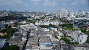 Opinión superior de Bangkok en área congestionada del pueblo Imagen de archivo libre de regalías