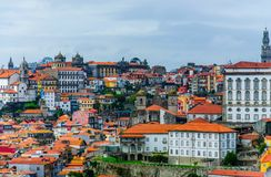 Opinión superior de la ciudad vieja de Oporto imágenes de archivo libres de regalías