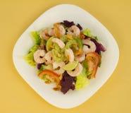 Opinión superior de la ensalada del camarón Foto de archivo libre de regalías