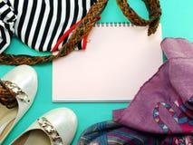 Opinión superior de la mujer casual de la ropa y del accesorio para las mujeres Fotos de archivo libres de regalías