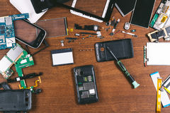 Opinión superior de la reparación del teléfono foto de archivo