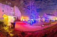 Opinión superior de la tarde del mercado de la Navidad de la ciudad de Zagreb fotos de archivo