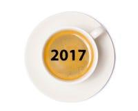 Opinión superior de la taza de café sobre el fondo blanco con el recortes Imagenes de archivo