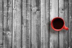 Opinión superior de la taza de café sobre la tabla blanco y negro Foto de archivo