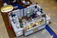 Opinión superior de la tienda de helado de Valentino Foto de archivo libre de regalías
