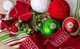 Opinión superior de los juguetes de la Navidad y del Año Nuevo Imagen de archivo