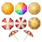 Opinión superior de los parasoles de playa ilustración del vector