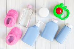 Opinión superior del bebé de los cosméticos naturales del baño Imágenes de archivo libres de regalías