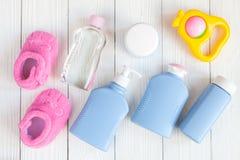 Opinión superior del bebé de los cosméticos naturales del baño Foto de archivo libre de regalías