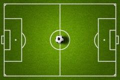 Opinión superior del campo de fútbol y de la bola Imagen de archivo libre de regalías