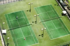 Opinión superior del campo de tenis fotografía de archivo
