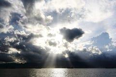 Opinión superior del cielo azul Fotografía de archivo
