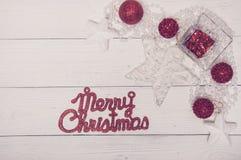 Opinión superior del día de fiesta de la Feliz Navidad de abeto del árbol de Toy Decor Star Ball Gift del fondo blanco mágico bla Foto de archivo libre de regalías