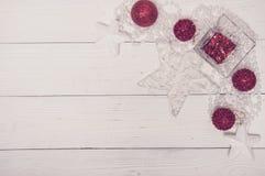 Opinión superior del día de fiesta de la Feliz Navidad de abeto del árbol de Toy Decor Star Ball Gift del fondo blanco mágico bla Fotos de archivo